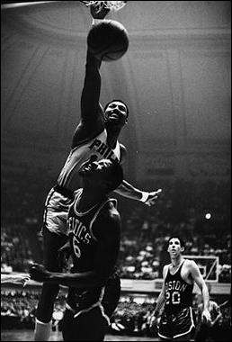 Wilt_Chamberlain_dunking