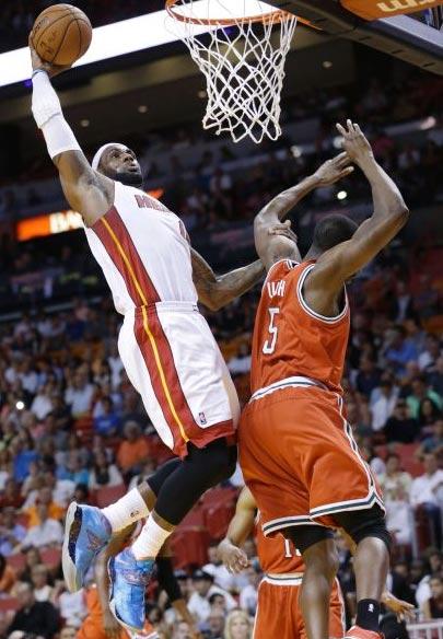 LeBron James dunks over Ekpe Udoh