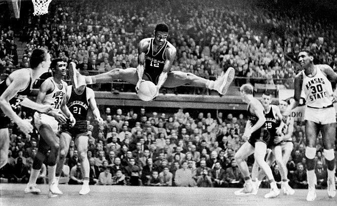 Oscar Robertson Highlights - THE LEGEND IN HIS PRIME